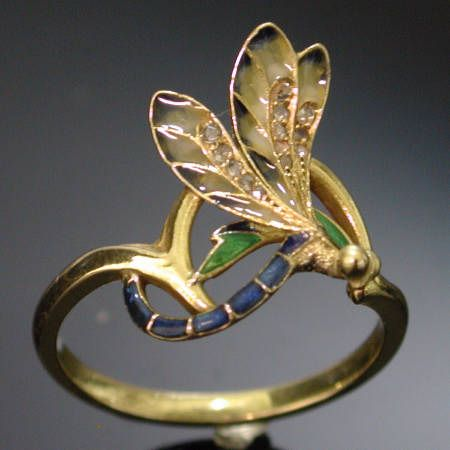 Dragonfly ring. Gold with enamel. ca. 1905.