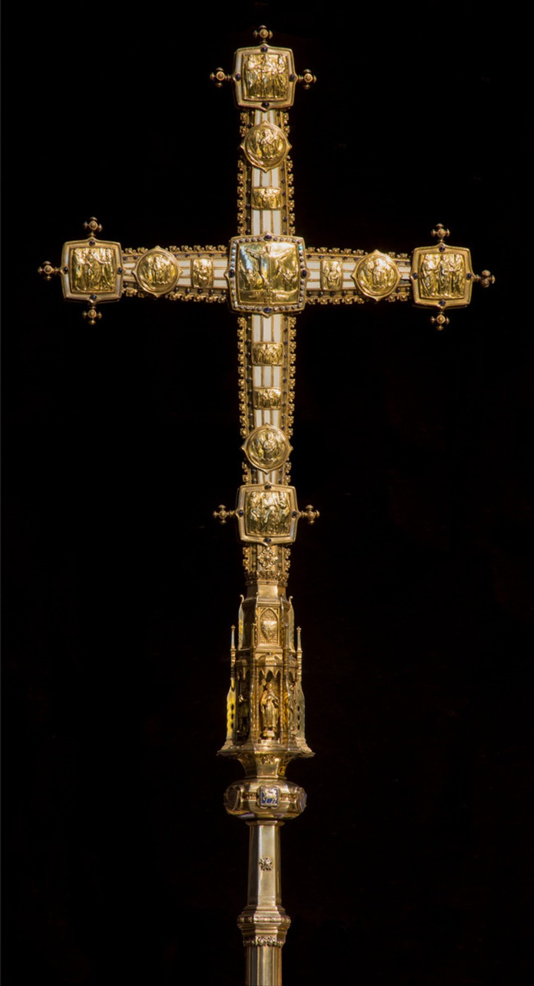 Wanamaker cross. First used in 1922.