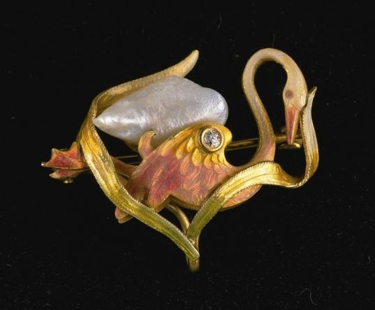 Swan brooch. ca. 1900.