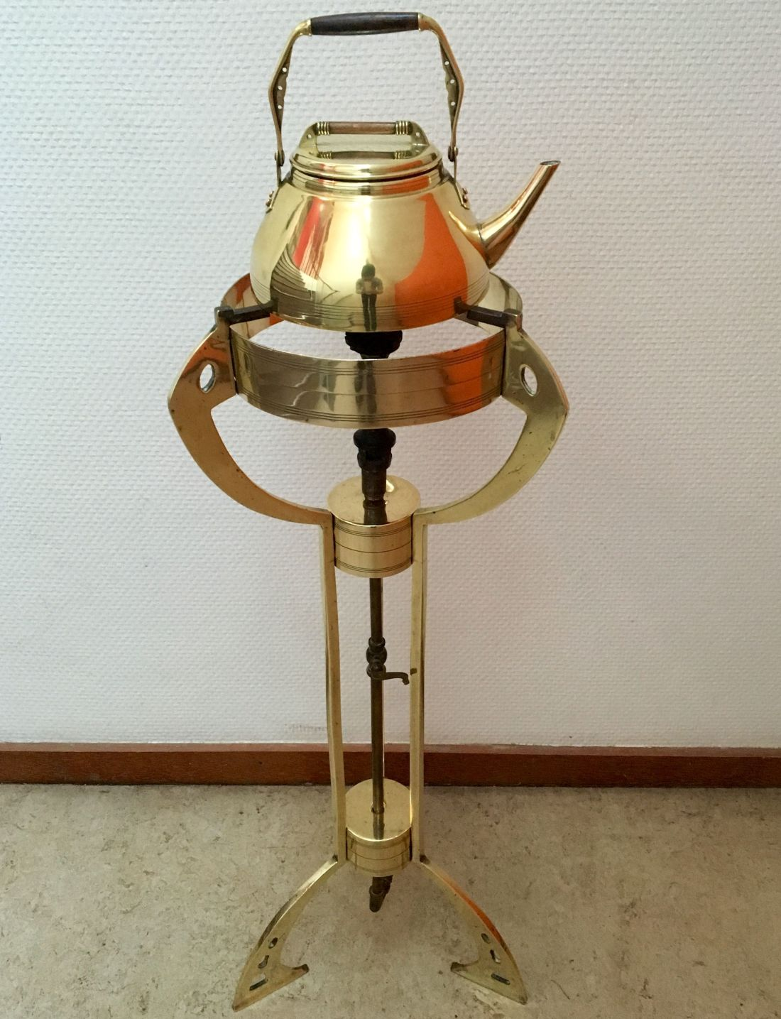 Kettle with floor burner. ca. 1908-1910.
