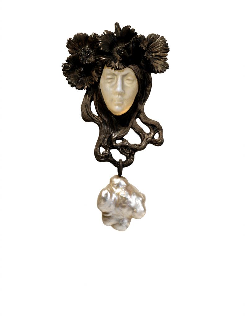 Female face pendant. ca. 1898 to 1900.
