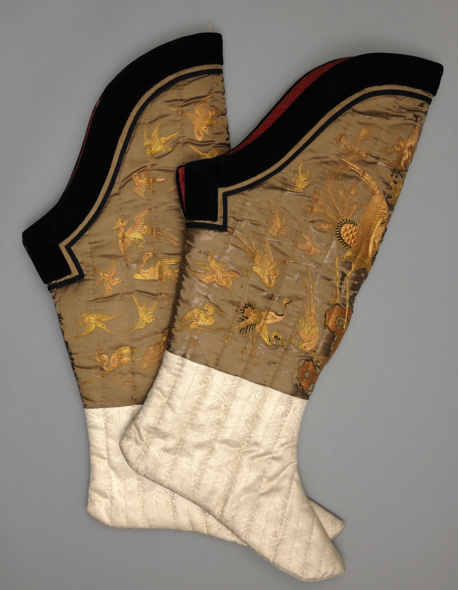 Pair of socks with phoenixes and other birds. Kangxi period, 1662–1722.