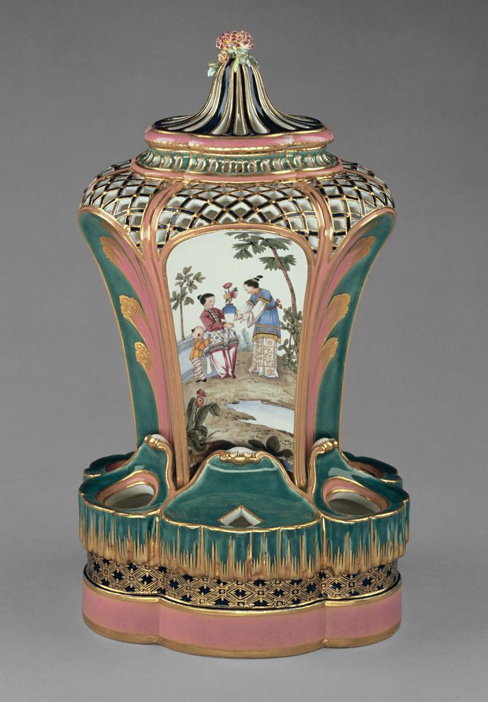 Vase. Pot-pourri fontaine ou à dauphin.