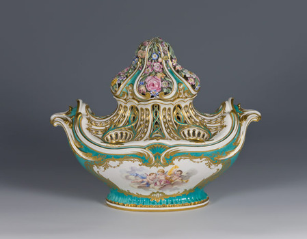 "Pot-pourri ""gondole"" vase with a green background. 1756."
