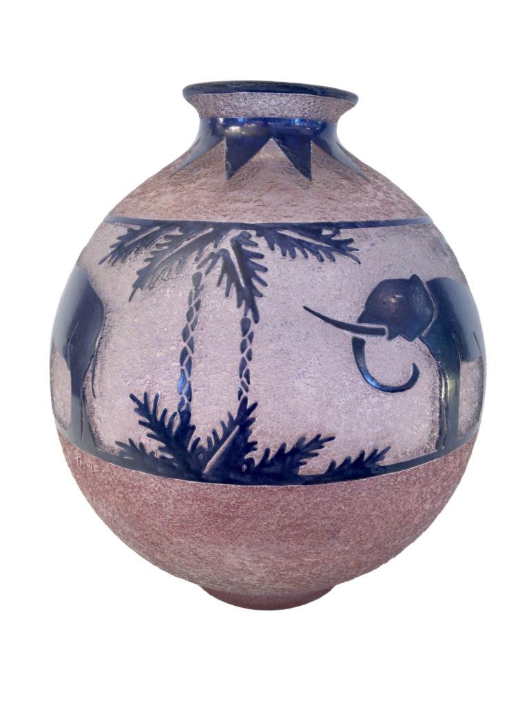 """""""Frise d'éléphants dans une palmeraie."""" Vase. ca. 1925."""
