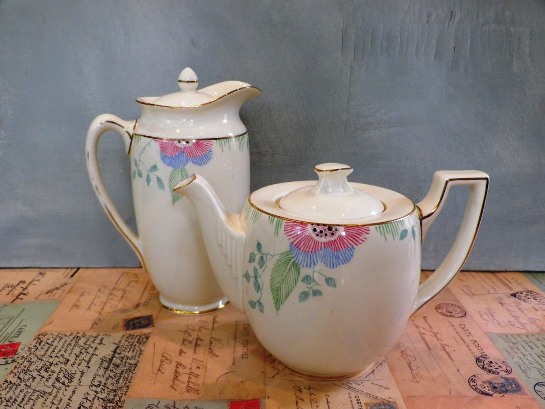 "Teapot and coffee pot in the ""Nerissa"" pattern."