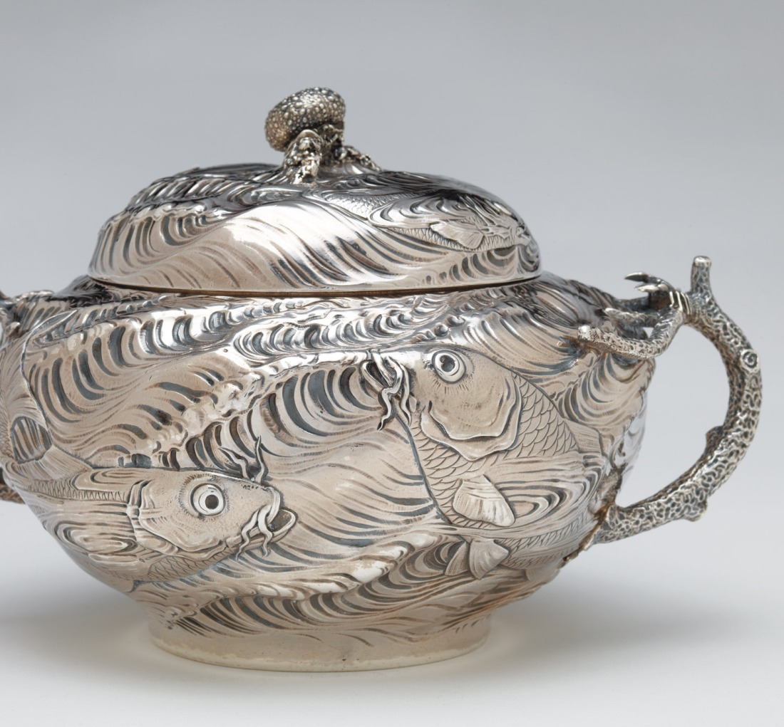 Tureen with a fish and waves motif. 1884.