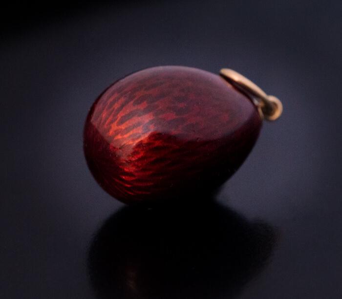 Miniature egg pendant. 1908-1917.
