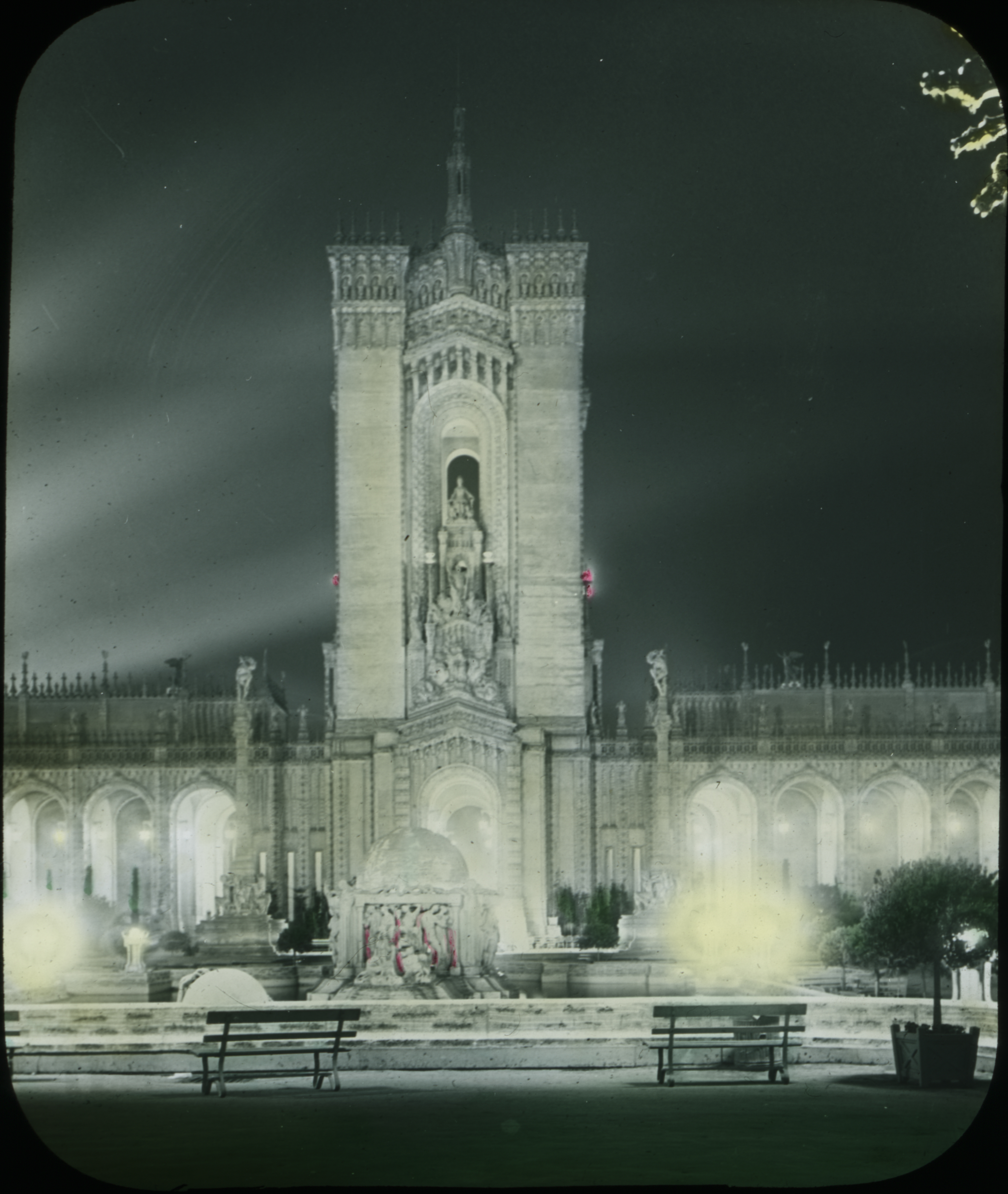Illuminated building from the exposition.. 1915.