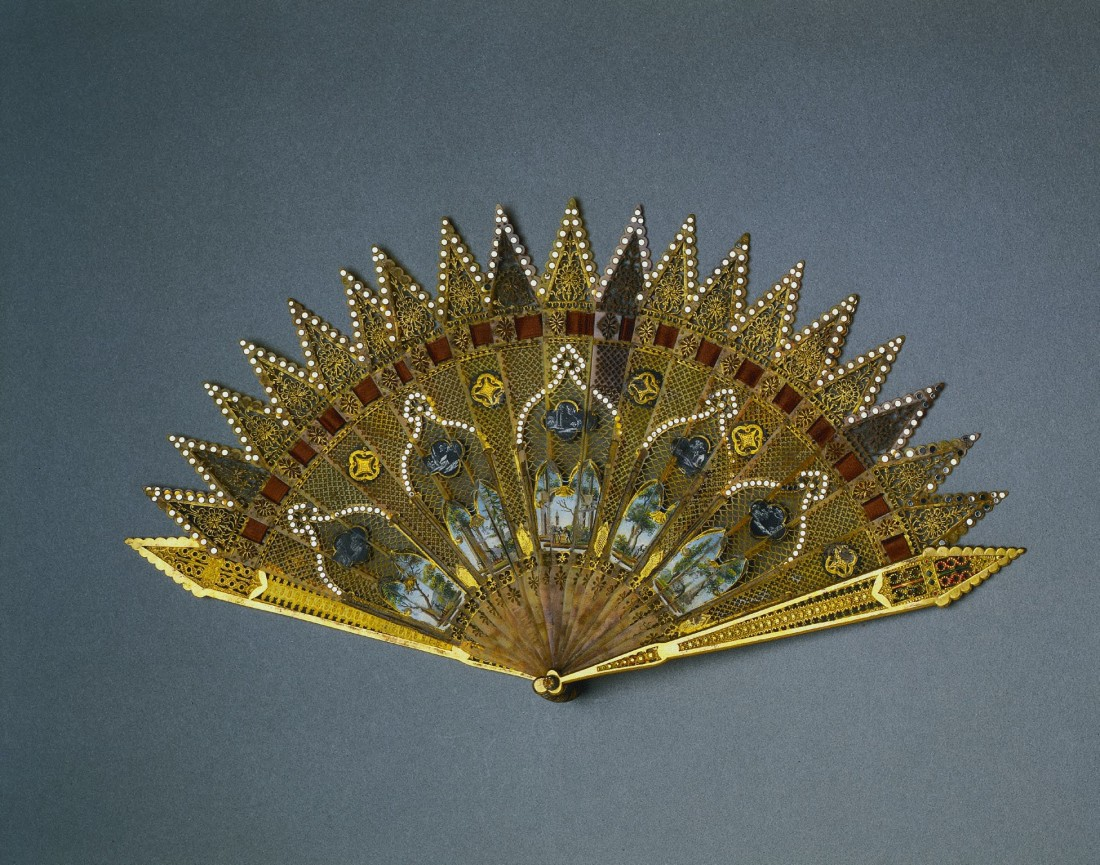 Brise fan in a Gothic Revival style. ca. 1830.