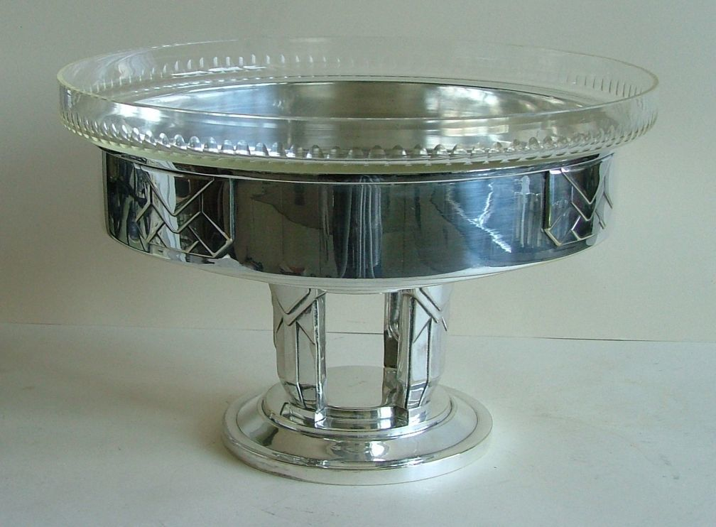 Coupe centerpiece. French. Art Deco.