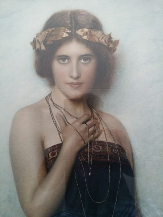 """""""Portret jonge vrouw."""" 1900. Signed lithographic print."""
