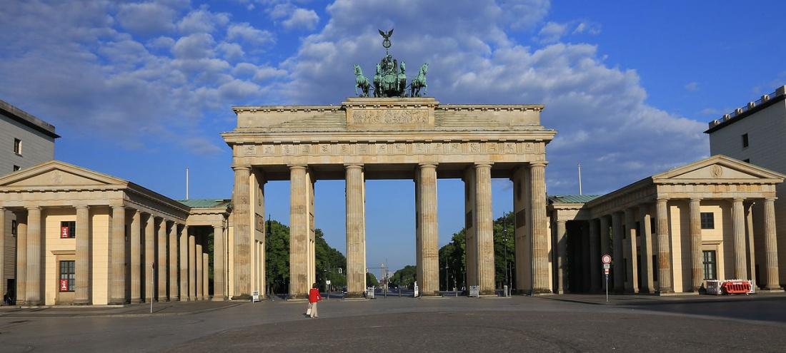 BrandenburgTor_in_early_morning_light