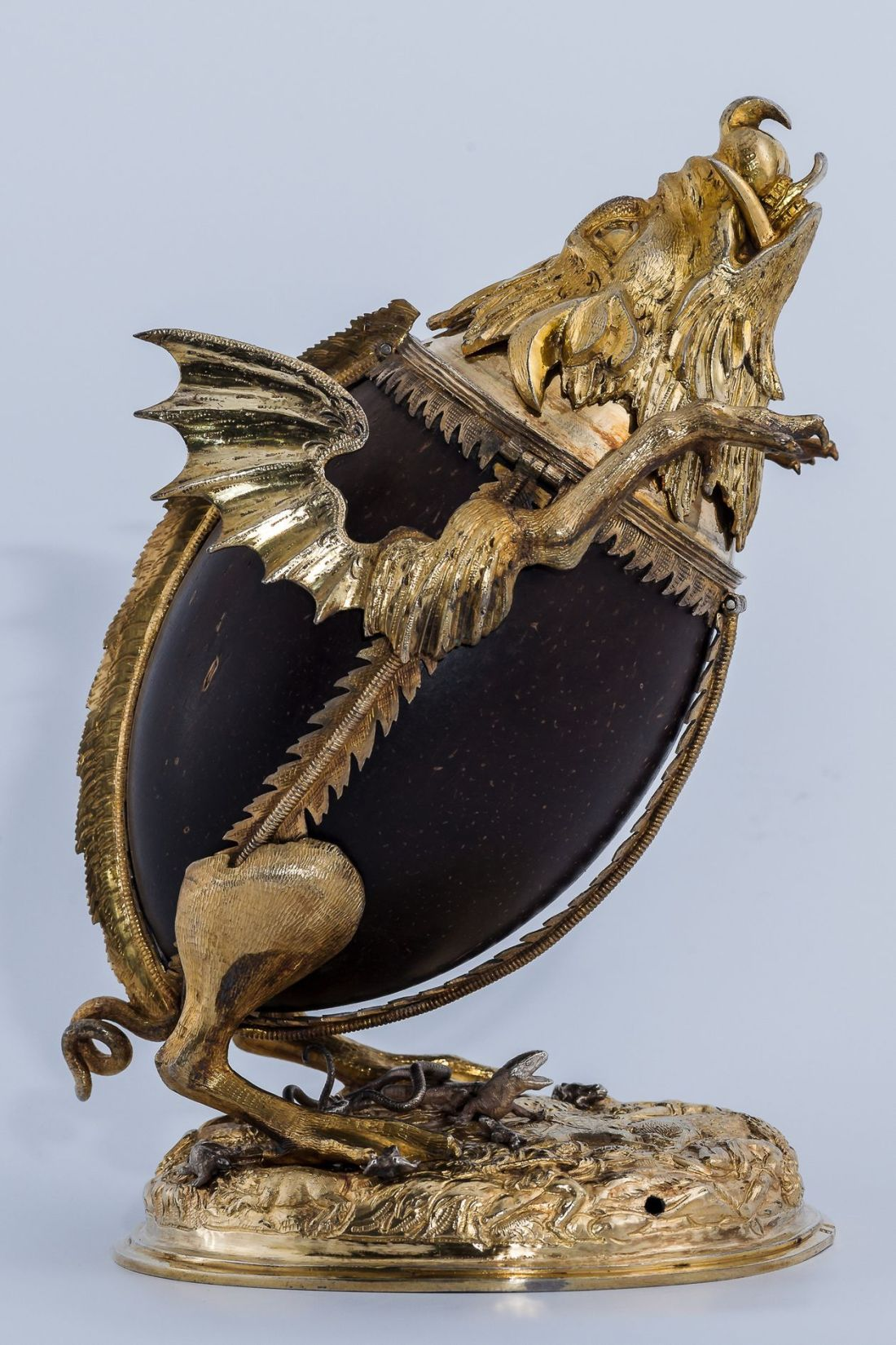 Grotesque bear and coconut cup. 1603-09.