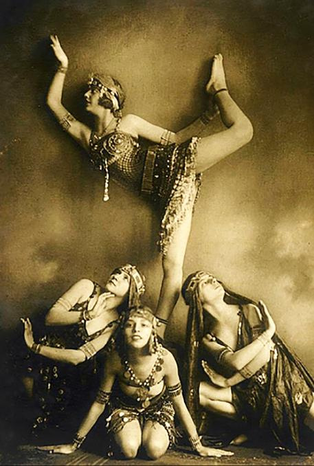 Traveling through history of Photography...Dancers in Egyptian Revival Dresses, by Savitch Demeter, ca.1925.